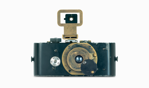 Oskar Barnack invents the Ur-Leica