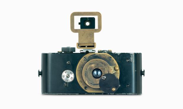 Oskar Barnack invents the Ur-Leica